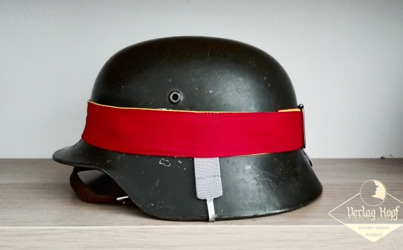 Two-color helmet strap for training purposes.