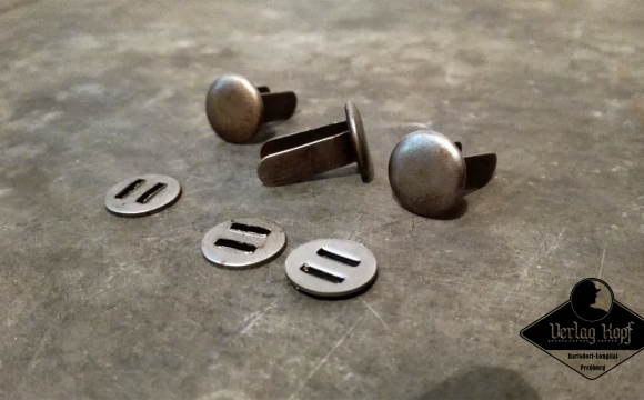 Set of 3 rivets and 3 washers for german combat helmets.