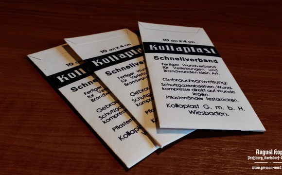 Kollaplast Schnellverband contains big plate of plaster (about 10x4cm).