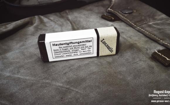 Original bakelite box with Losantin solution.