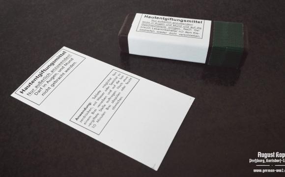 Paper labels for losantin boxes.