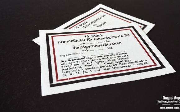 Set of paper labels for metal or paper box 15 Stück Brennzünder 39 für Eihandgranate (egg-grenades).