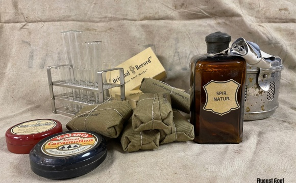 Huge set of combined original and accurate repro medical items.
