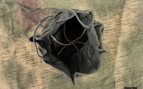 Dust cover for gas mask introduced in 1943 to protect the expiratory valve but also to protect filter from fine dust.